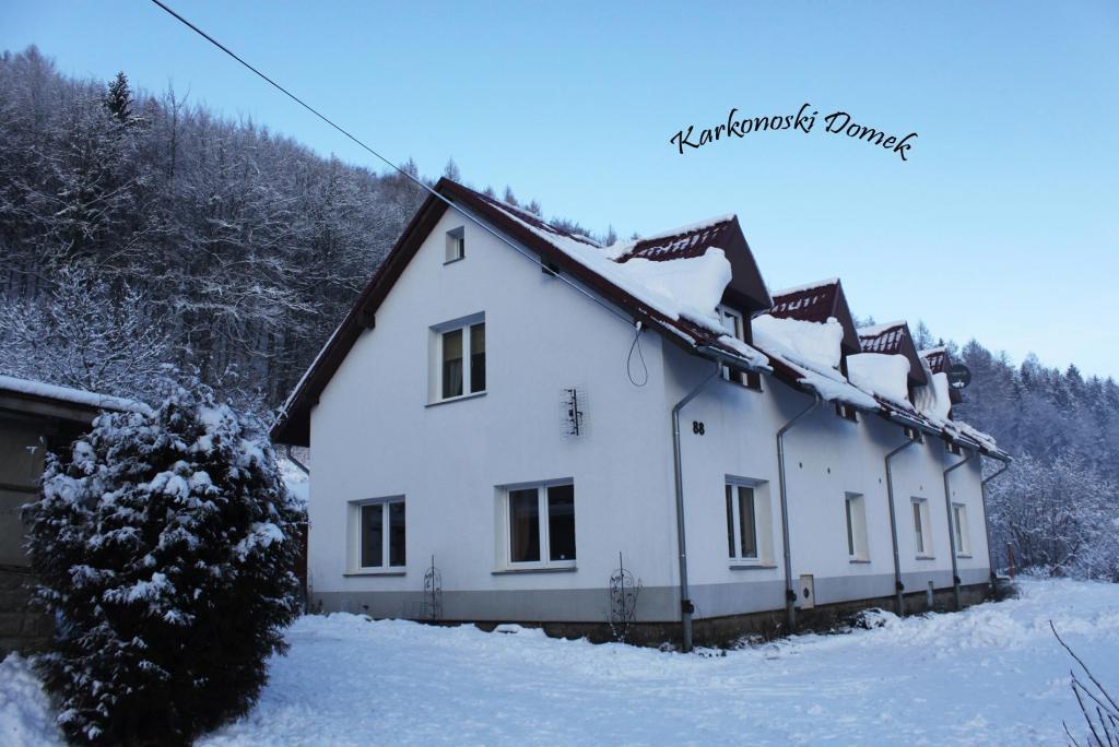 Karkonoski Domek - widok zimą