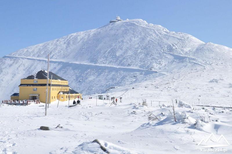 Dom Śląski w tle Śnieżka