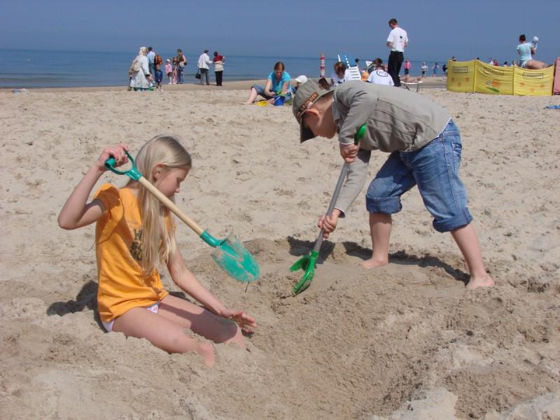 Wiosenne Słońce Bałtyku cieszy dzieci
