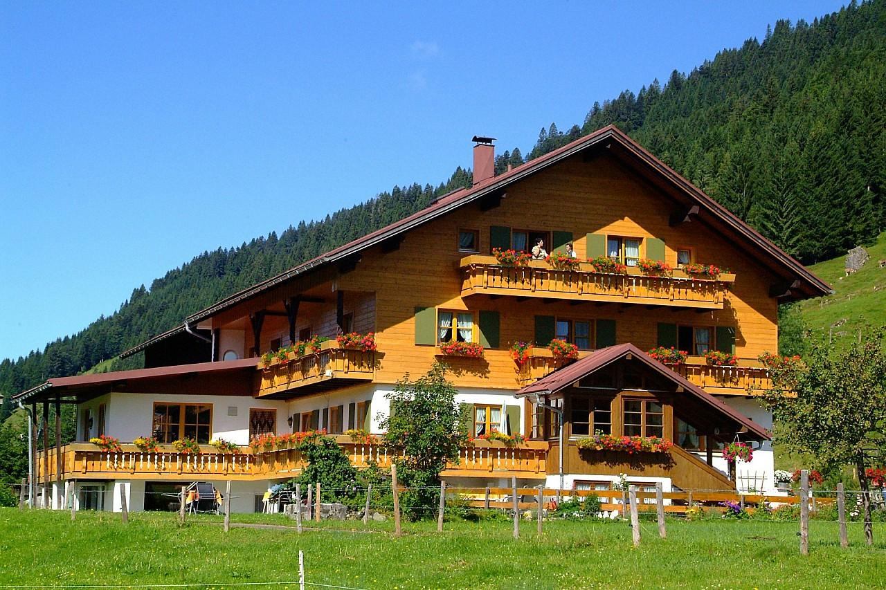 pixabay.com/pl/balderschwang-alpy-hut-restauracja-447187/