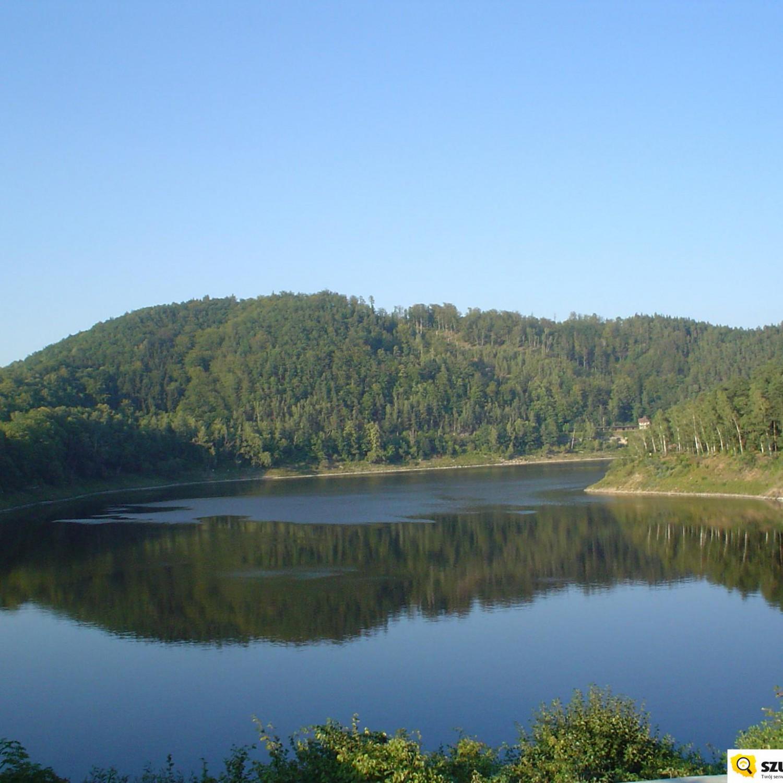 jezioro pilichowickie w górach kaczawskich