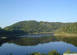 jezioro pilichowickie w górach kaczawskich | fot. tenet