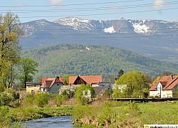 Widok na Chojnik i Karkonosze z Cieplic | fot. Tenet