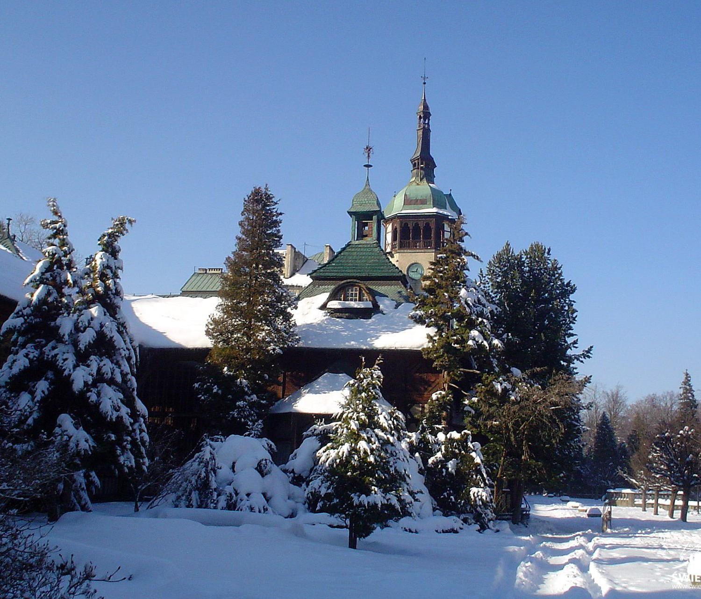 Dom Zdrojowy zima - Swieradów Zdrój