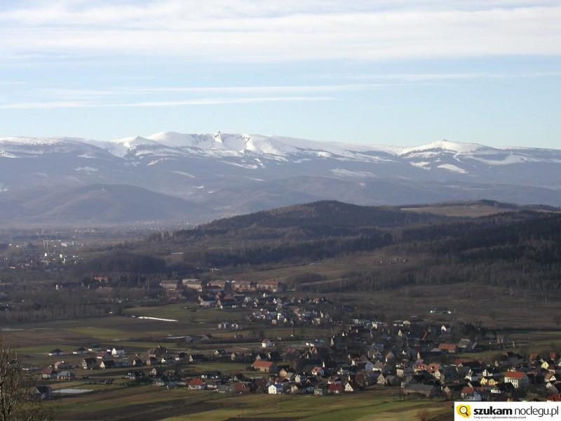 Widok na Jelenią Górę i Karkonosze z Gór Kaczawskich