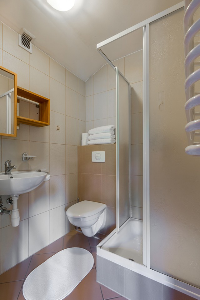 pokój 16 łazienka