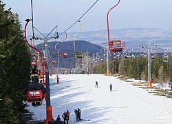 Wyciąg narciarski na Kopę wiosenną porą | fot. Tenet