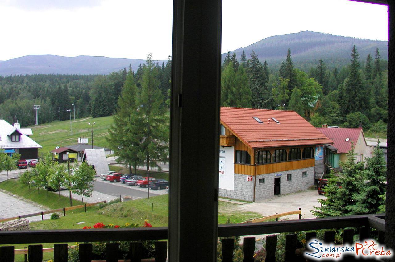 Alfa Szklarska Poreba widok z okna pokoju na wyciąg na Szrenice