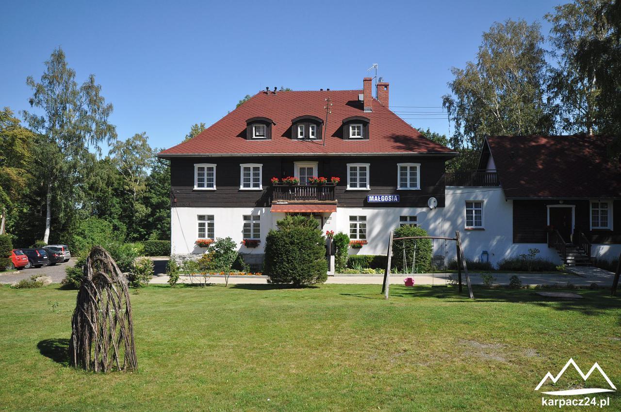 widok z ogrodu - Małgosia Karpacz