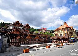 Deptak, centrum Karpacza | fot. Tenet
